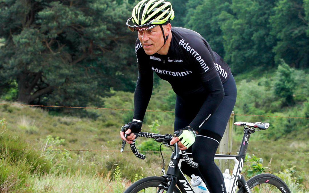 Gert Jakobs heeft zijn droombaan: Fietsen en praten over fietsen